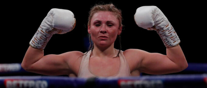 Shannon Courtenay wins world title with enthralling points victory over Ebanie Bridges